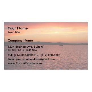 Detrás de puesta del sol roja, amarilla, y rosada  tarjeta de visita