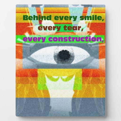Detrás de sonrisa cada rasgón cada construcción placas con fotos