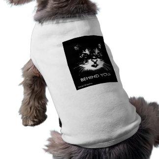 ¡DETRÁS DE USTED! CAT SONRIENTE CAMISA DE PERRITO
