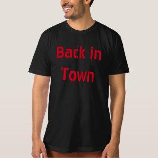 Detrás en diseño único de la camiseta de la ciudad playera