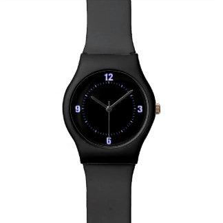 Detrás en reloj clásico negro del diseñador