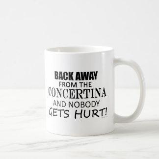 Detrás lejos de la concertina taza clásica