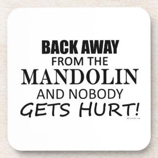 Detrás lejos de la mandolina posavasos de bebida
