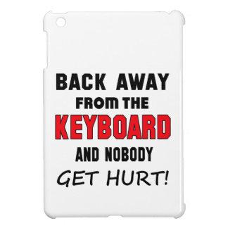 ¡Detrás lejos del teclado y de nadie consiga el