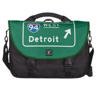 Detroit, MI Road Sign Laptop Messenger Bag
