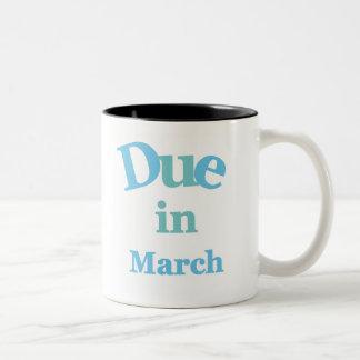 Deuda del azul en marzo taza de café de dos colores