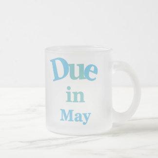 Deuda del azul en mayo taza de café esmerilada