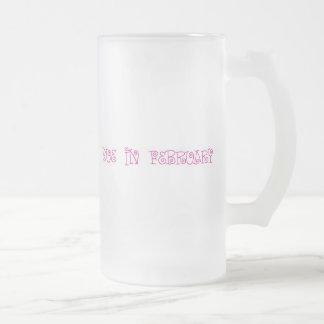 Deuda en febrero taza de cristal