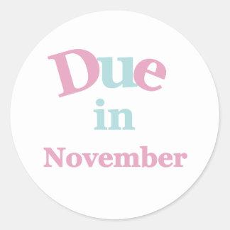 Deuda rosada en noviembre pegatina redonda