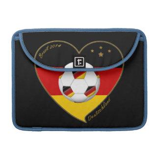 """""""DEUTSCHLAND"""" Soccer Team. Fútbol de Alemania 2014 Fundas Macbook Pro"""