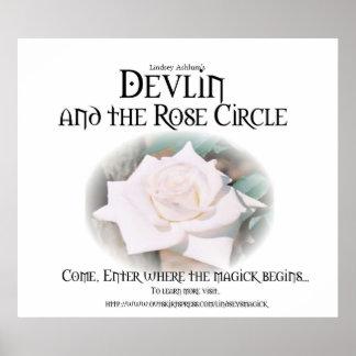 Devlin y el blanco color de rosa del poster del cí