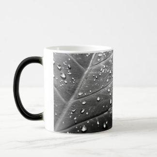 Dew on Leaf Black & White Design Magic Mug