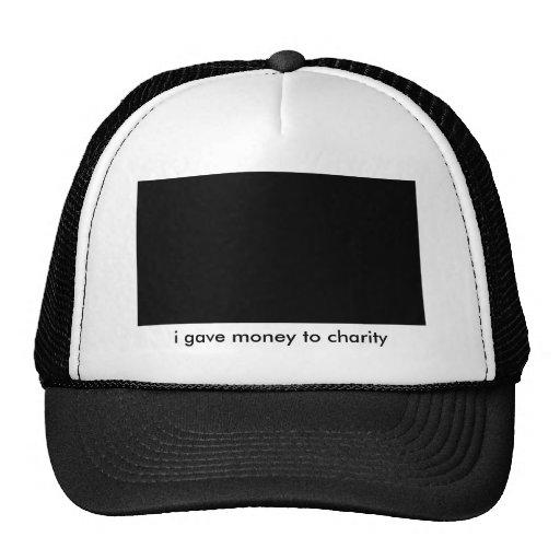 di el dinero al gorra de la caridad