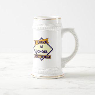 Di en la escuela jarra de cerveza