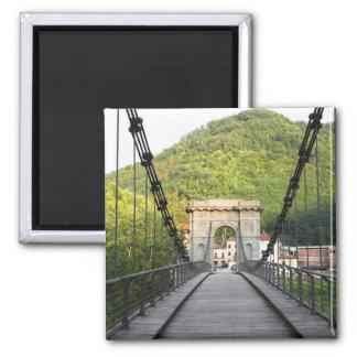 Di Lucca, Toscana, Italia - un puente viejo de Bag Imán Cuadrado