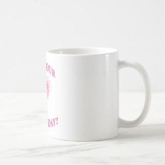 Día afortunado con el rollo de los dados taza de café