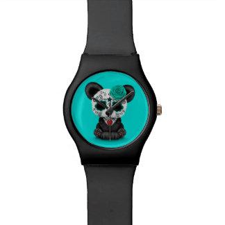Día azul de la panda muerta del cráneo del azúcar relojes