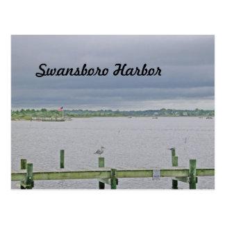Día cubierto en el puerto de Swansboro Tarjetas Postales