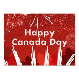 Día de Canadá con los fuegos artificiales y las Cojinete