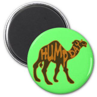 Día de chepa divertido con el camello imán