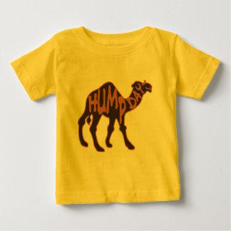 Día de chepa divertido con el camello remera