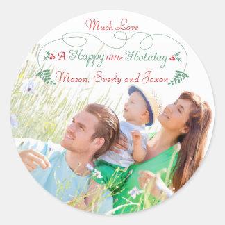 Día de fiesta feliz del acebo verde rojo de la pegatina redonda