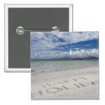 Día de fiesta feliz escrito en la playa de Eilogar Pin Cuadrada 5 Cm