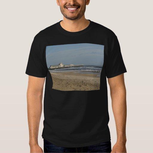 Día de invierno en la playa de Bournemouth Camisas