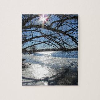 Día de invierno soleado en el río puzzle