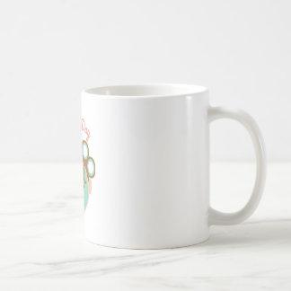 Día de la belleza taza básica blanca