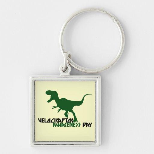 Día de la conciencia del Velociraptor Llavero Cuadrado Plateado