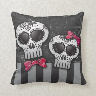 Día de la raya muerta del pirata de los cráneos cojín decorativo