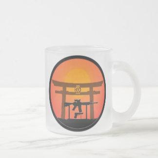 Día de la taza de la puerta de Jutsu Torii del arm