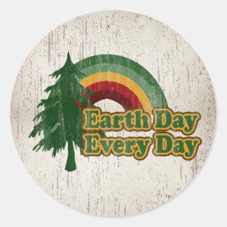 Día de la Tierra cada día, arco iris retro Pegatina Redonda