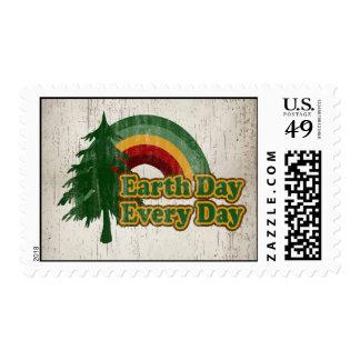 Día de la Tierra cada día, arco iris retro Timbre Postal