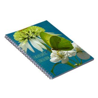 Día de la Tierra del ramo de la flor verde y blanc Libros De Apuntes Con Espiral