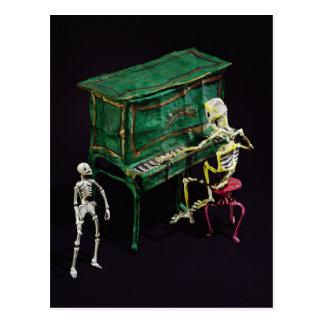 Día de las figuras muertas como músicos postales