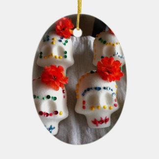 Día de los cráneos muertos del azúcar adorno de navidad