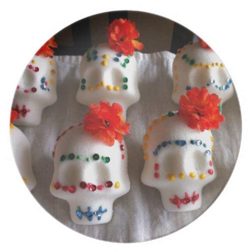 Día de los cráneos muertos del azúcar plato