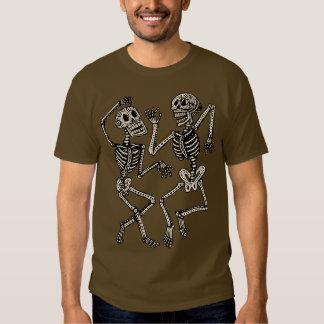 Día de los esqueletos muertos del baile camisas
