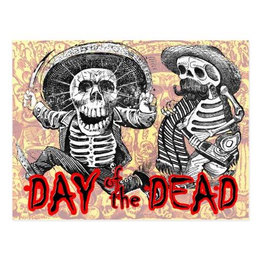 Día de los muertos - esqueletos con el machete y l tarjetas postales