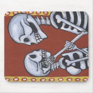 dia de los muertos skeletons in love mousepad