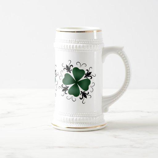 Día de lujo del St Patricks del trébol del Jarra De Cerveza