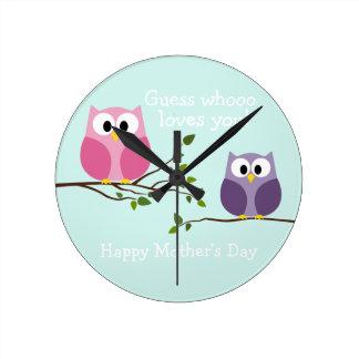 Día de madres - búhos lindos reloj redondo mediano