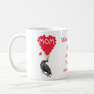 Día de madres divertido personalizado del cuervo taza básica blanca