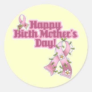 Día de madres feliz de nacimiento etiqueta redonda