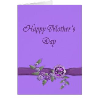 Día de madres feliz en púrpura tarjeta de felicitación