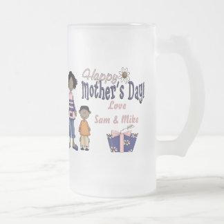 Día de madres feliz - niños y presente taza de cristal