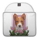 Día de madres - tulipanes rosados - Basenji Fundas Para Macbooks