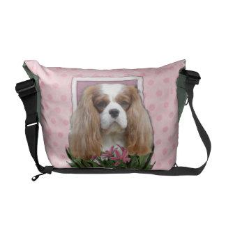 Día de madres - tulipanes rosados - caballeros - bolsa de mensajeria